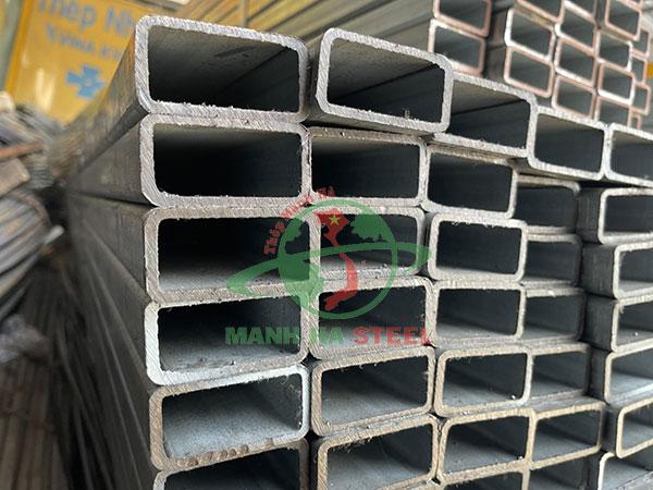 Thép hộp mạ kẽm cũng là vật liệu chính trong các công trình xây dựng
