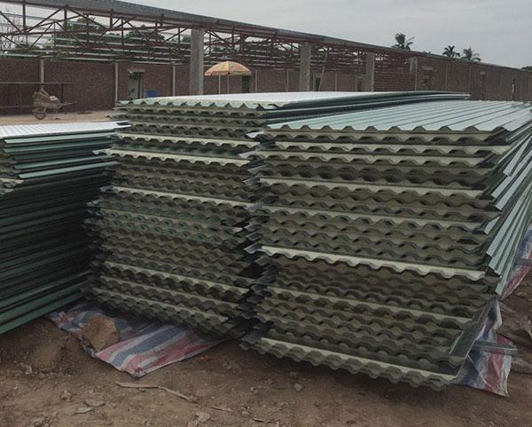 Ứng dụng của tôn xốp chủ yếu là dùng để lợp mái
