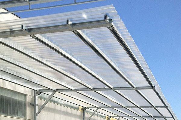 Tôn lấy sáng PVC có rất nhiều ưu điểm nên được tin dùng trong rất nhiều công trình xây dựng
