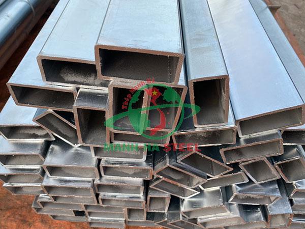 Thép hộp chữ nhật có thành phần từ thép và hàm lượng cacbon cao